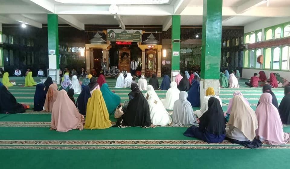 Tabligh Akbar bersama Ustadz.M.Yunus Khatib.S.Pd, di masjid Raya Nagari Surian yang di prakarsai ole